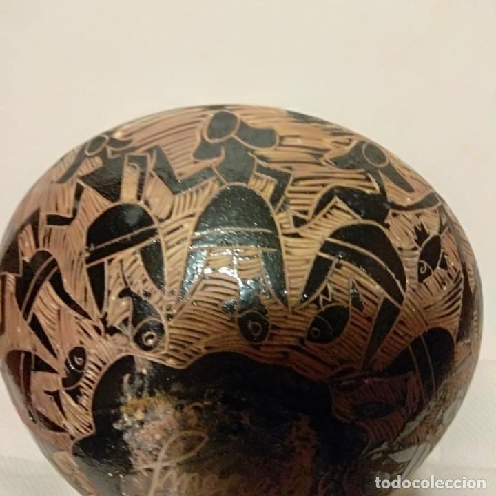 Antigüedades: Plato acuencado Pedro Mercedes con decoración delante y detrás, diferentes entonces. Firmado - Foto 7 - 182293127
