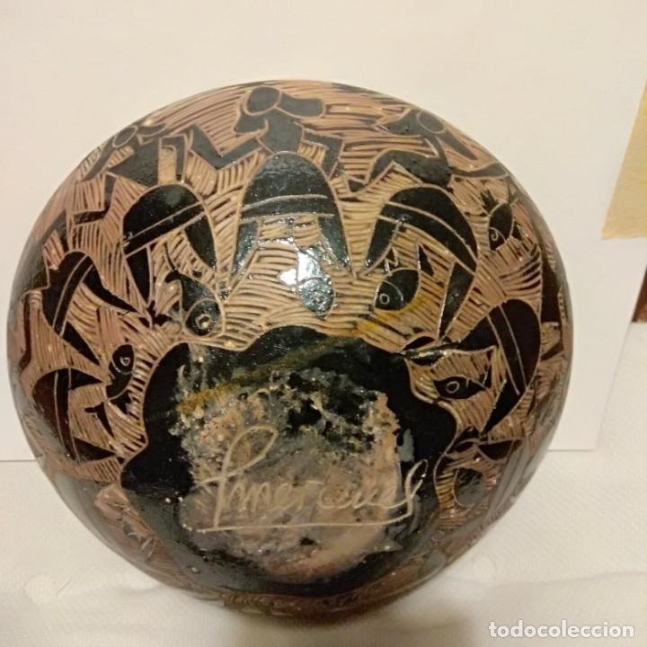 Antigüedades: Plato acuencado Pedro Mercedes con decoración delante y detrás, diferentes entonces. Firmado - Foto 10 - 182293127