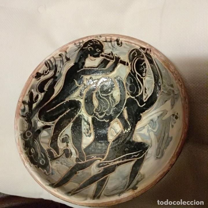 Antigüedades: Plato acuencado Pedro Mercedes con decoración delante y detrás, diferentes entonces. Firmado - Foto 11 - 182293127