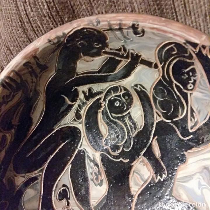 Antigüedades: Plato acuencado Pedro Mercedes con decoración delante y detrás, diferentes entonces. Firmado - Foto 16 - 182293127