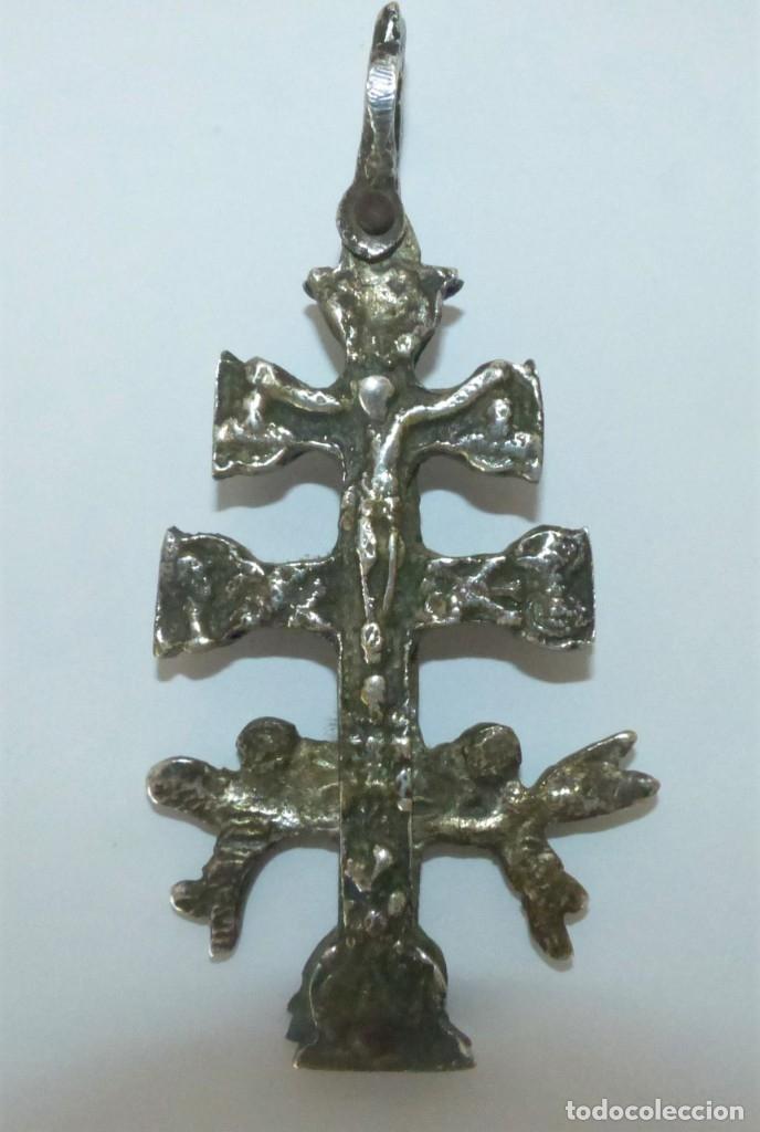 CRUZ DE CARAVACA - RELICARIO - METAL PLATEADO. (Antigüedades - Religiosas - Cruces Antiguas)