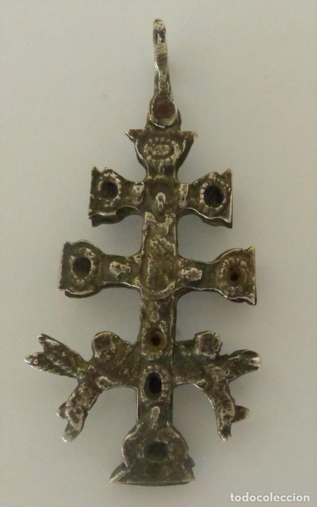 Antigüedades: CRUZ DE CARAVACA - RELICARIO - METAL PLATEADO. - Foto 2 - 182299281
