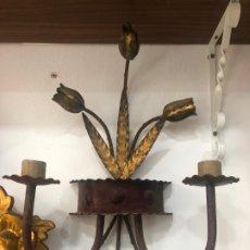 Antigüedades: PRECIOSOS CANDELABROS APLIQUE DE PARED DE METAL CON ESPIGAS - MEDIDA 43X33 CM - VINTAGE. Lote 182299378