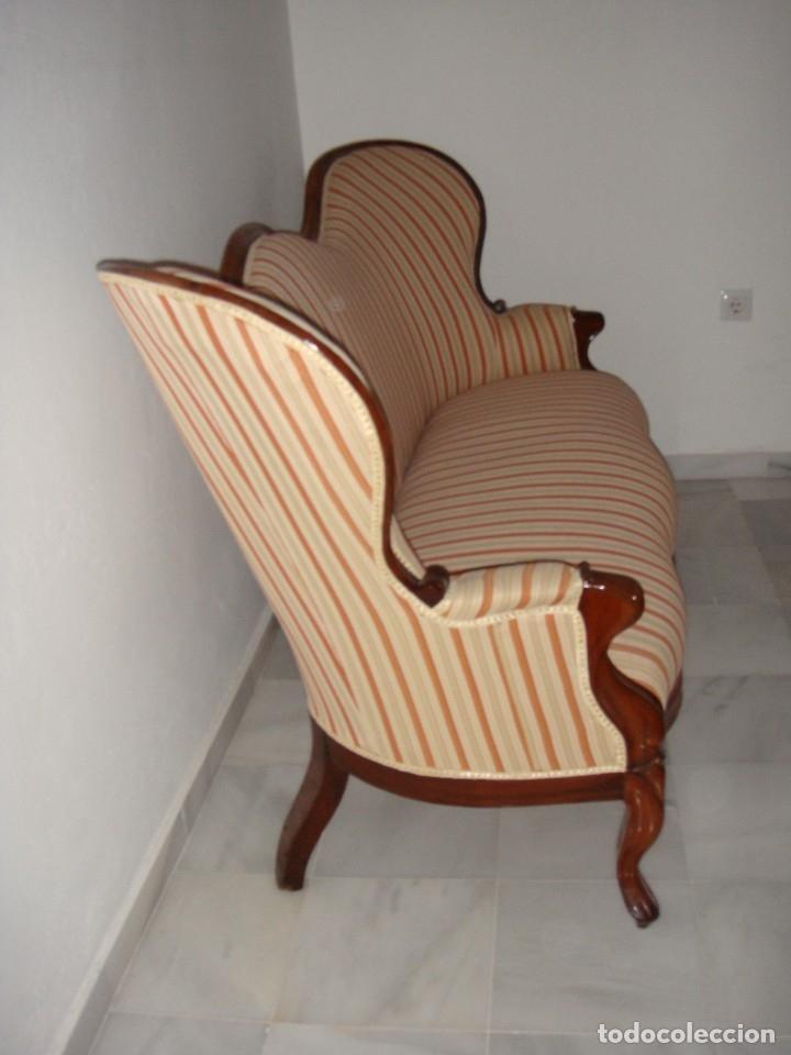 Antigüedades: Antiguo Sofá o Tresillo Isabelino de Caoba. S.XIX. Caoba maciza. Restaurado y tapizado. Impecable. - Foto 4 - 182310720