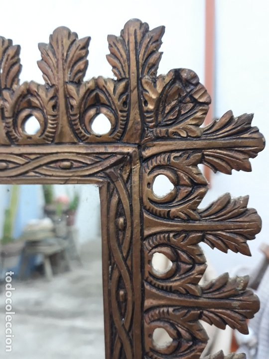 Antigüedades: Antiguo espejo de bronce para colgar en pared - Foto 2 - 182310803