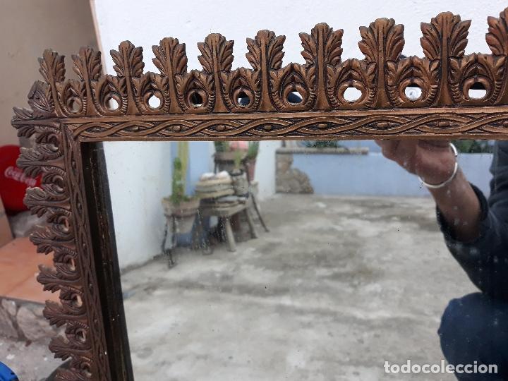 Antigüedades: Antiguo espejo de bronce para colgar en pared - Foto 3 - 182310803