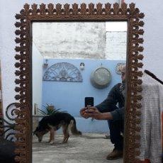 Antigüedades: ANTIGUO ESPEJO DE BRONCE PARA COLGAR EN PARED. Lote 182310803