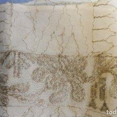 Antigüedades: ANTIGUA PIEZA DE CREPE SEDA BORDADA CON HLO DE PLATA PPIO.S.XX. Lote 182311961