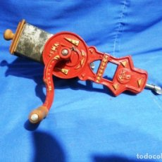 Antigüedades: ANTIGUO RALLADOR DE PAN MARCA ELMA.. Lote 182328210