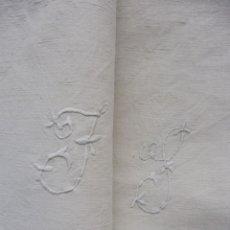 Antigüedades: ANTIGUO SÁBANA DE LINO Y CÁÑAMO CON INICIALES - COSTURA CENTRAL PPIO.S.XX. Lote 182347950