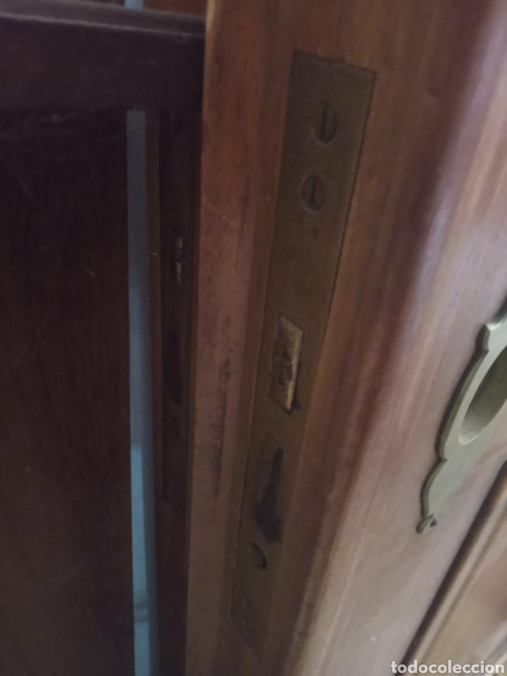 Antigüedades: impresionantes puertas de nogal de corredera gran grosor - Foto 11 - 122157128