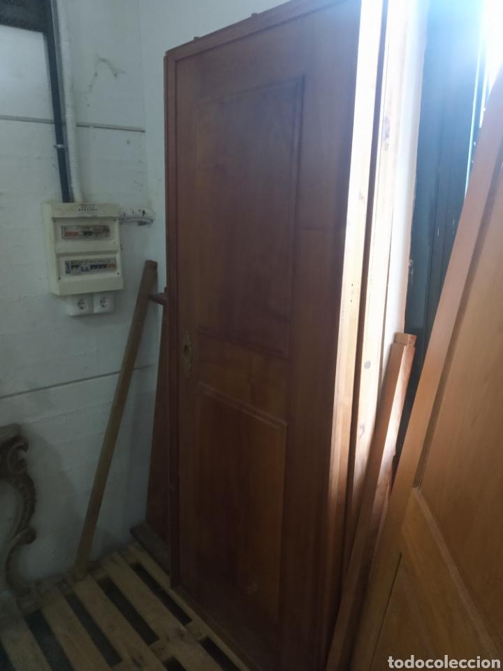 Antigüedades: impresionantes puertas de nogal de corredera gran grosor - Foto 14 - 122157128