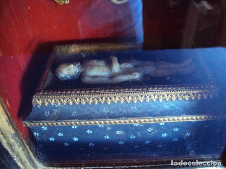 Antigüedades: (ANT-191108)ANTIGUA CAPILLA RELICARIO - CRISTO DE CERA Y RELIQUIAS - Foto 3 - 182371408