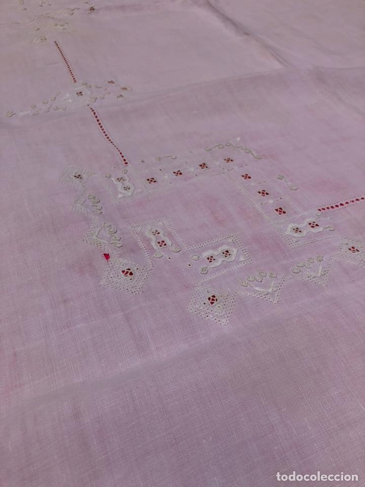 Antigüedades: Mantel manteleria hilo 180 x 240 cm bordado a mano - Foto 3 - 182375732