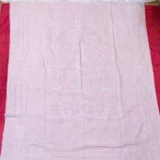 Antigüedades: MANTEL MANTELERIA HILO 180 X 240 CM BORDADO A MANO. Lote 182375732