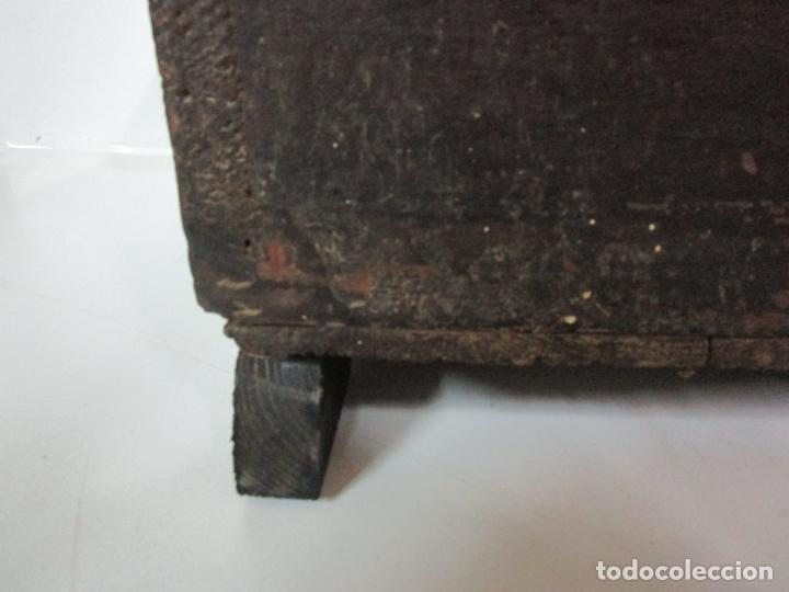 Antigüedades: Pequeña Caja, Baúl, Arca - Madera de Pino - 67 cm Ancho, 33 cm Fondo, 29 cm Altura - S. XVIII - Foto 4 - 182390852