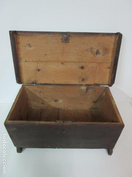 Antigüedades: Pequeña Caja, Baúl, Arca - Madera de Pino - 67 cm Ancho, 33 cm Fondo, 29 cm Altura - S. XVIII - Foto 8 - 182390852
