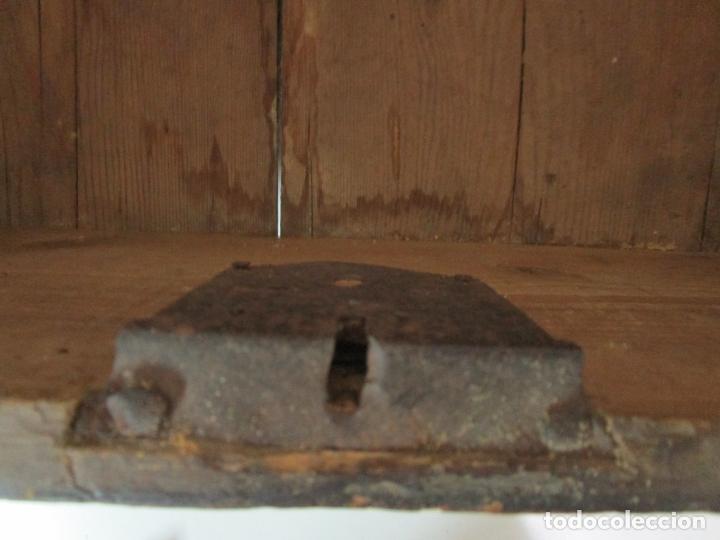 Antigüedades: Pequeña Caja, Baúl, Arca - Madera de Pino - 67 cm Ancho, 33 cm Fondo, 29 cm Altura - S. XVIII - Foto 10 - 182390852