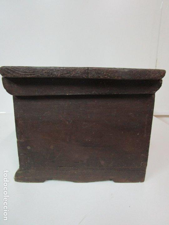 Antigüedades: Pequeña Caja, Baúl, Arca - Madera de Pino - 67 cm Ancho, 33 cm Fondo, 29 cm Altura - S. XVIII - Foto 14 - 182390852
