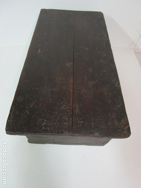 Antigüedades: Pequeña Caja, Baúl, Arca - Madera de Pino - 67 cm Ancho, 33 cm Fondo, 29 cm Altura - S. XVIII - Foto 16 - 182390852