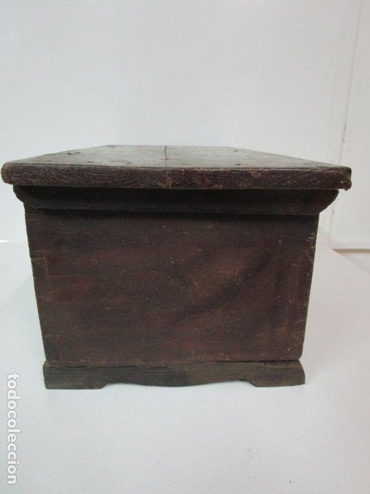 Antigüedades: Pequeña Caja, Baúl, Arca - Madera de Pino - 67 cm Ancho, 33 cm Fondo, 29 cm Altura - S. XVIII - Foto 20 - 182390852