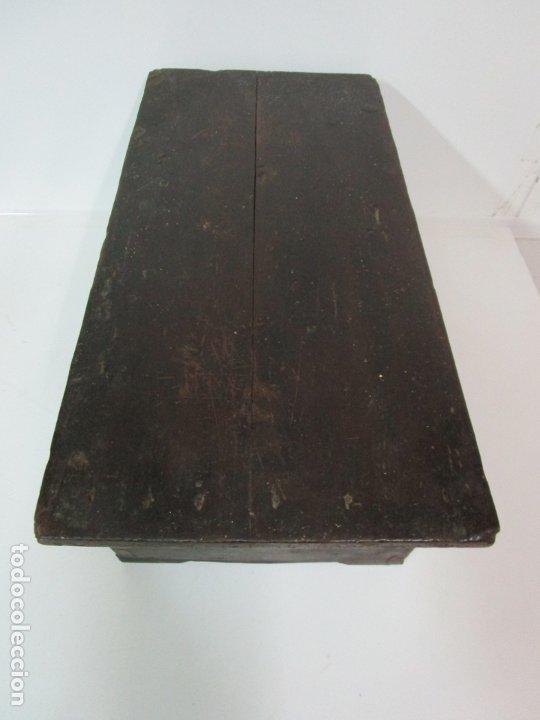 Antigüedades: Pequeña Caja, Baúl, Arca - Madera de Pino - 67 cm Ancho, 33 cm Fondo, 29 cm Altura - S. XVIII - Foto 21 - 182390852