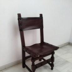 Antigüedades: 2 SILLAS ANTIGUAS TIPO CASTELLANO CON ASIENTO DE CUERO. Lote 182403605
