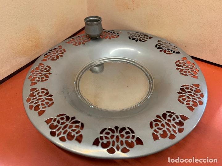 Antigüedades: Curioso plato metalico con palmatoria. Muy raro - Foto 2 - 182408951