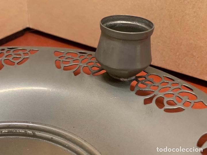 Antigüedades: Curioso plato metalico con palmatoria. Muy raro - Foto 4 - 182408951