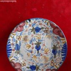 Antigüedades: ANTIGUO PLATO PINTADO A MANO NO TIENE FIRMA 18 CM DE DIÁMETRO. Lote 182418282