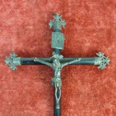 Antigüedades: CRUCIFIJO. CRUZ DE MADERA. CRISTO Y ATRIBUTOS DE PLATA. SIGLO XVIII-XIX. . Lote 182460673