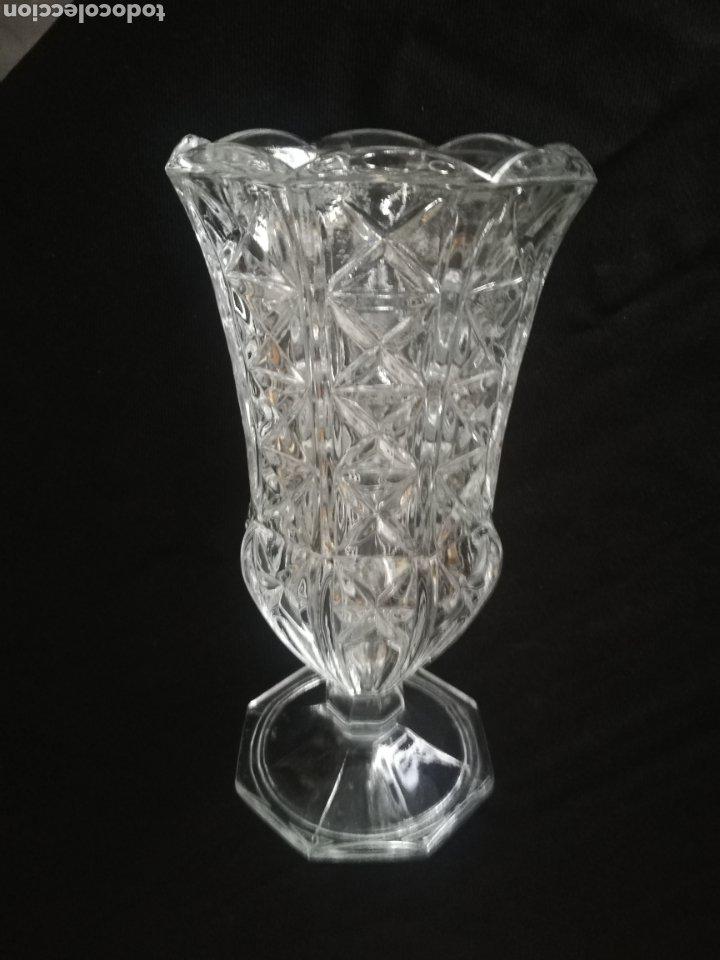 Antigüedades: Bonito jarron florero en cristal tallado Murano Italia diseño geometrico transparente - Foto 5 - 182469322