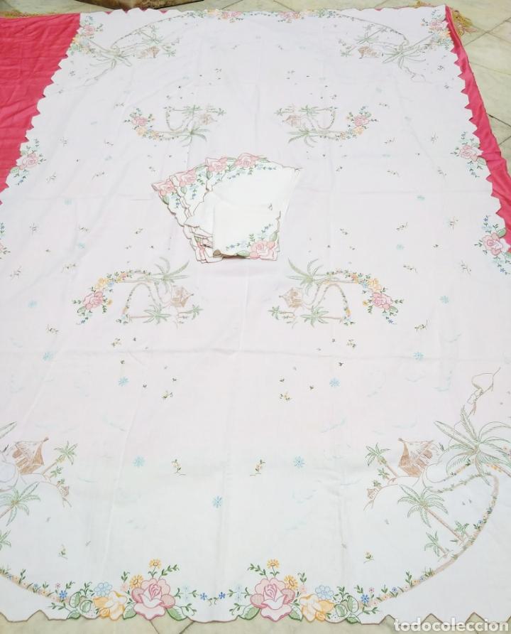 Antigüedades: Mantelería de hilo bordada a mano 250 x 170 cm con 12 servilletas motivo exótico - Foto 5 - 182482017