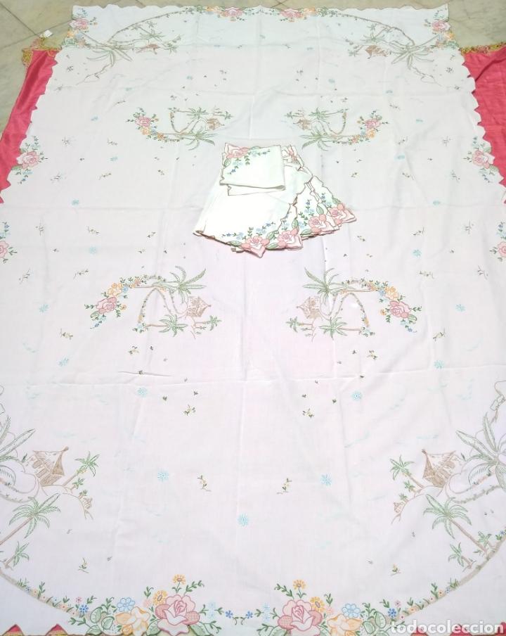 Antigüedades: Mantelería de hilo bordada a mano 250 x 170 cm con 12 servilletas motivo exótico - Foto 2 - 182482017