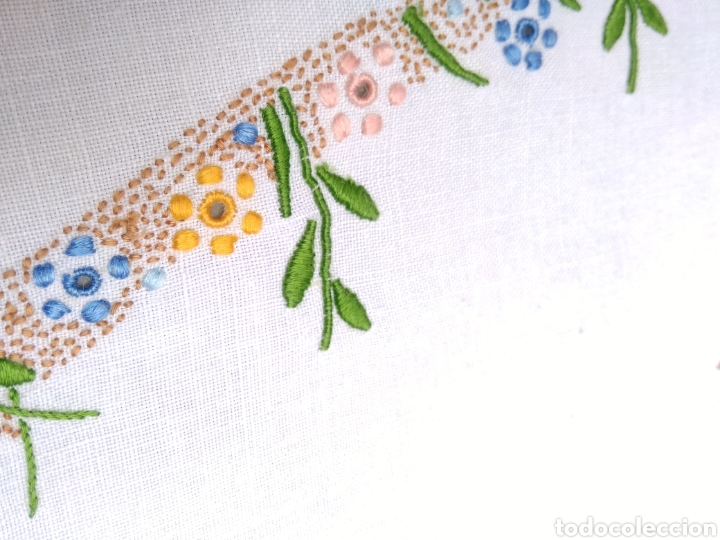 Antigüedades: Mantelería de hilo bordada a mano 250 x 170 cm con 12 servilletas motivo exótico - Foto 6 - 182482017