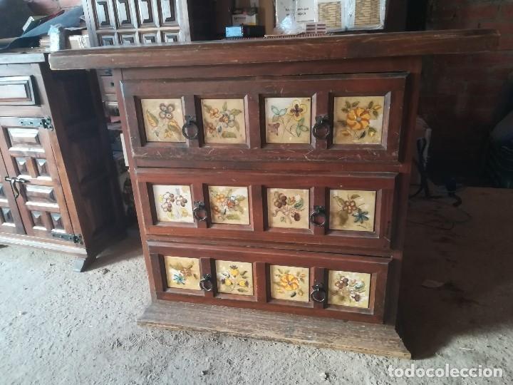 TAQUILLÓN CASTELLANO DECORADO PINTURA EN CUARTERONES (Antigüedades - Muebles Antiguos - Auxiliares Antiguos)