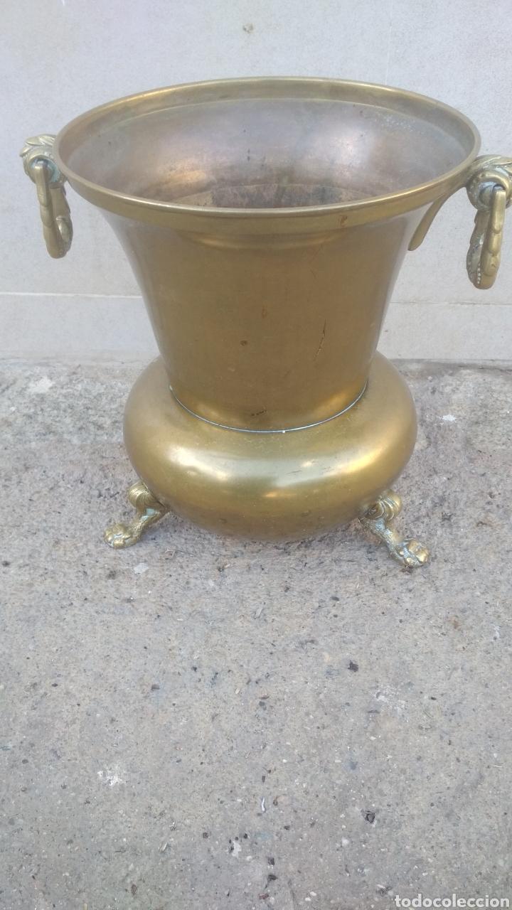 JARRON ANTIGUO DE BRONCE PESADO. (Antigüedades - Hogar y Decoración - Jarrones Antiguos)