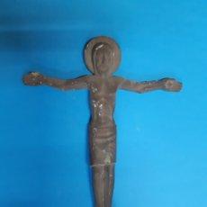 Antigüedades: CRISTO EN METAL. ANTIGUO. OBRA DE ARTE. 18, CTMS DE LARGO. Lote 182498452