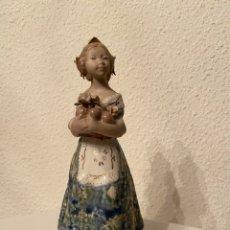 Antigüedades: FIGURA DE PORCELANA DE FALLERA. Lote 182505243