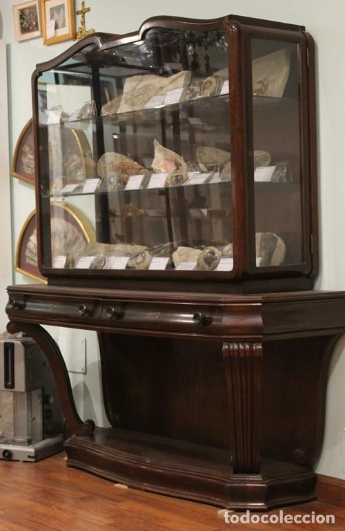 ANTIGUA CÓMODA CON VITRINA, MADERA DE CAOBA (Antigüedades - Muebles Antiguos - Vitrinas Antiguos)