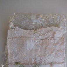 Antigüedades: CAMISA Y CAMISETA DE BEBÉ DE BATISTA BORDADAS. Lote 182522982