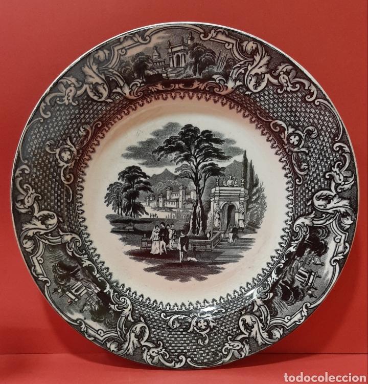 PLATO LLANO, SAN JUAN DE AZNALFARACHE, SIGLO XIX. MIDE 22 CM. (Antigüedades - Porcelanas y Cerámicas - San Juan de Aznalfarache)