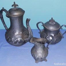 Antigüedades: ANTIGUO JUEGO DE TE EN ESTAÑO CON REPUJADOS SIGLO XIX. Lote 182559835