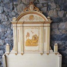 Antigüedades: BONITO CABEZAL DE CAMA DE OLOT - NEOCLÁSICO - MADERA POLICROMADA Y DORADA - FINALES S. XVIII. Lote 182562477