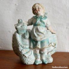 Antigüedades: ANTIGUA Y MARAVILLOSA FIGURA CON CENTRO DE MESA EN PORCELANA BISCUIT * NIÑA PESCADERA. Lote 182563388
