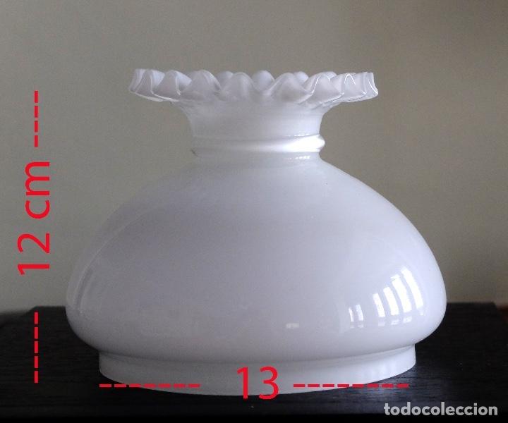 TULIPA DE OPALINA BLANCA TIPO QUINQUÉ BORDES RIZADOS (Antigüedades - Iluminación - Quinqués Antiguos)