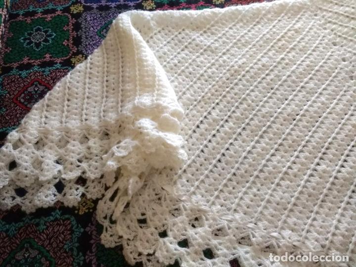 Antigüedades: Antiguo Mantón Toquilla de Lana Color Blanco. 180X180 cm - Foto 5 - 182602978