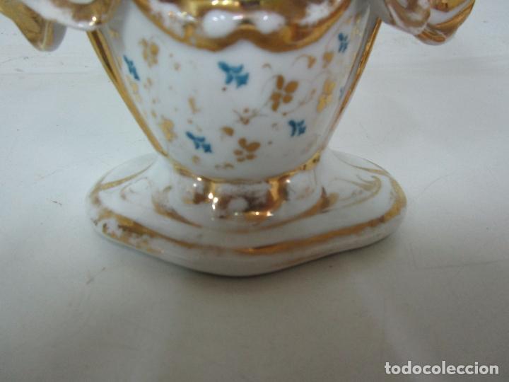 Antigüedades: Preciosa Pareja de Jarrones Isabelinos - Porcelana Esmaltada y Dorada - con Figuras - S. XIX - Foto 19 - 182618867