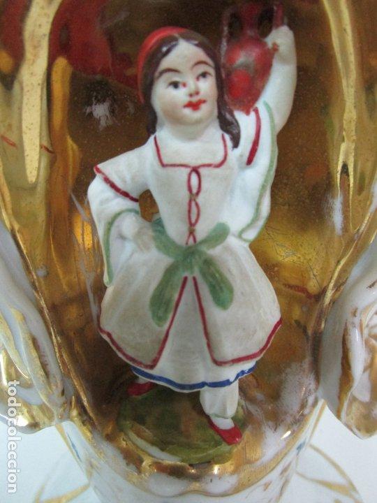 Antigüedades: Preciosa Pareja de Jarrones Isabelinos - Porcelana Esmaltada y Dorada - con Figuras - S. XIX - Foto 20 - 182618867