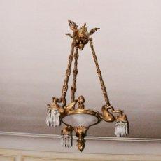Antigüedades: LAMPARA TECHO BRONCE DORADO CON MOTIVOS CISNE LAGRIMAS CRISTAL 6 LUCES VINTAGE 1890-1920. Lote 182620681